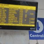 (Bologna) Beh, é una buona giornata per Trenitalia: oggi solo il 50% dei treni é in ritardo.
